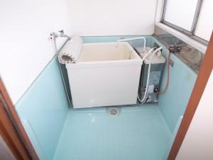 バランス釜 浴槽の右側の中でガスが燃焼し、お湯を作ります